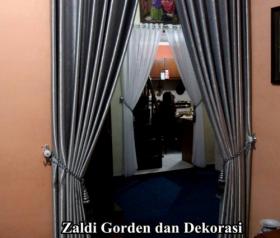 Gorden Pintu Penyekat Ruangan bahan Blackout  Model gorden penyekat ruangan / gorden pintu adalah gorden yang dibuat untuk memperindah ruangan dan juga pintu kita sehingga indah di pandang, selain it