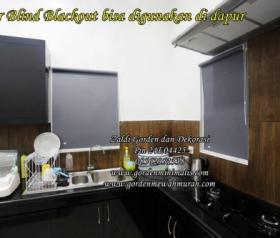 Model Gorden Jendela dapur Minimalis menggunakan Roller Blinds