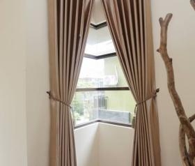 contoh model gorden kaca jendela sudut atau gorden minimalis kaca jendela siku